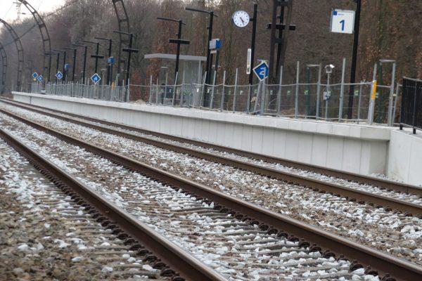 Station Hollandsche Rading - keerwand perron 1